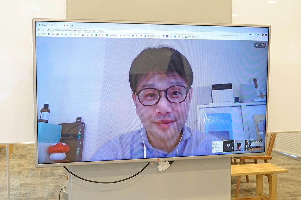 インタビューはfreeeさんのオフィスで。関西在住の走出さんはオンラインで参加